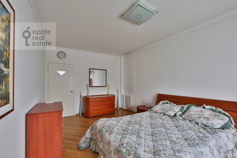 Спальня в 5-комнатной квартире по адресу Сергея Макеева ул. 1