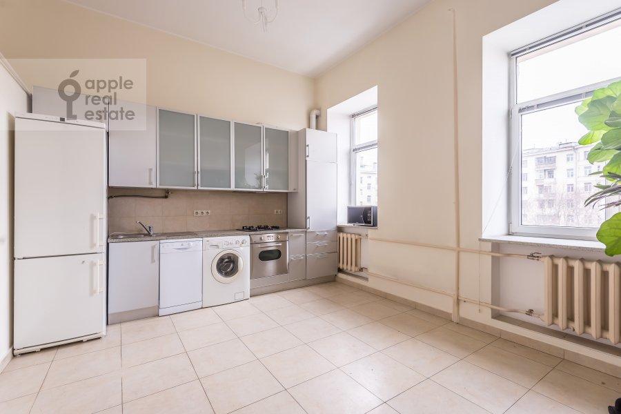 Кухня в 6-комнатной квартире по адресу Комсомольский пр-т. 3