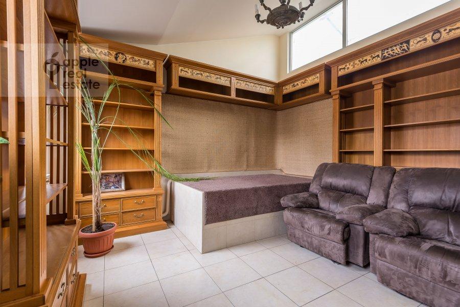 Гостиная в 6-комнатной квартире по адресу Комсомольский пр-т. 3
