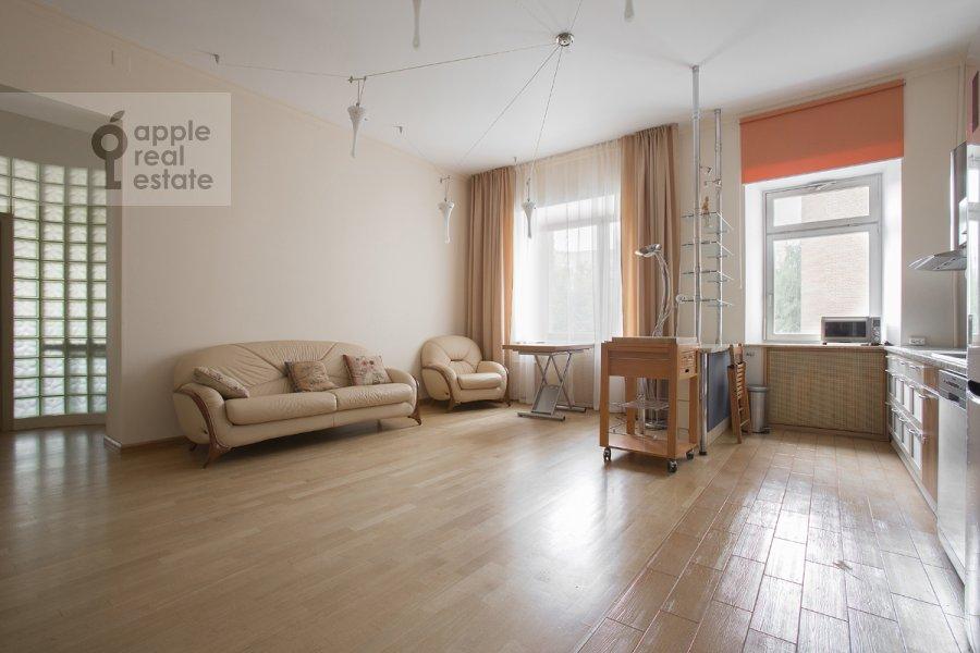 Living room of the 3-room apartment at Predtechenskiy Bol'shoy per. 14