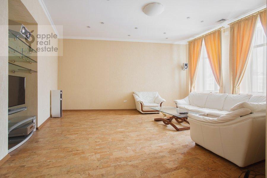 Гостиная в 6-комнатной квартире по адресу Архангельский переулок 7
