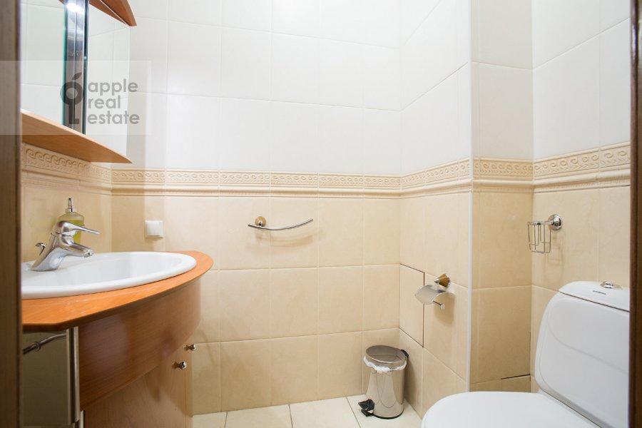 Санузел в 6-комнатной квартире по адресу Архангельский переулок 7