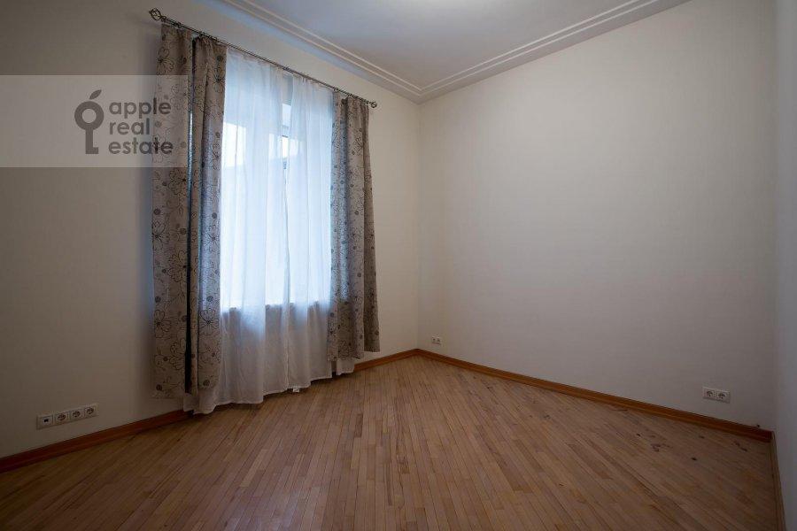 Детская комната / Кабинет в 4-комнатной квартире по адресу Трехпрудный пер. 11/13с2