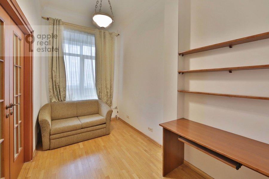 Детская комната / Кабинет в 3-комнатной квартире по адресу Старомонетный пер. 24
