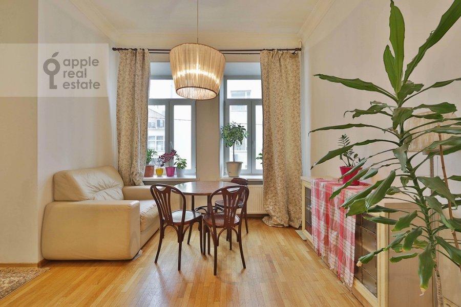 Гостиная в 3-комнатной квартире по адресу Старомонетный пер. 24