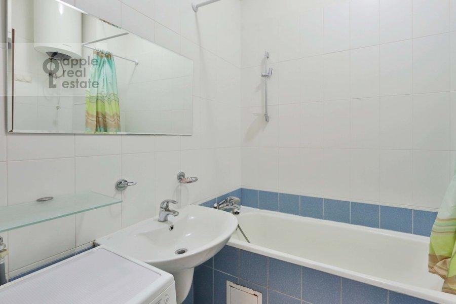 Санузел в 3-комнатной квартире по адресу Старомонетный пер. 24