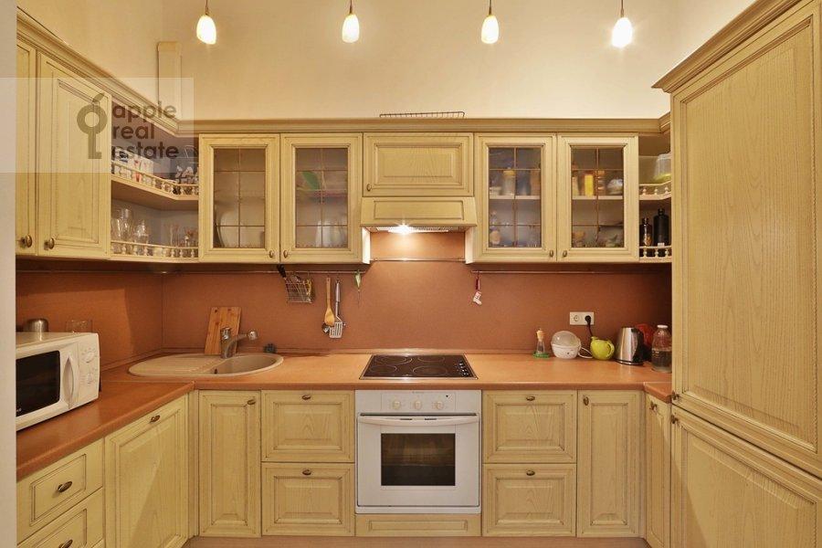 Кухня в 3-комнатной квартире по адресу Старомонетный пер. 24