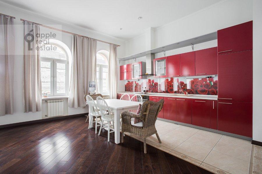 Кухня в 4-комнатной квартире по адресу Арбат ул. 32