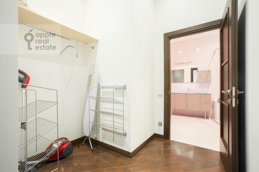 Гардеробная комната / Постирочная комната / Кладовая комната в 4-комнатной квартире по адресу Арбат ул. 32