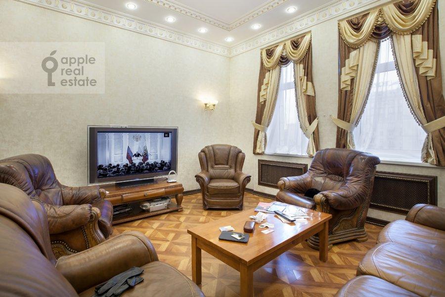 Living room of the 4-room apartment at Kutuzovskiy pr-t 2
