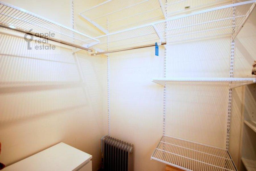 Гардеробная комната / Постирочная комната / Кладовая комната в 3-комнатной квартире по адресу Масловка Верхняя ул. 28к2