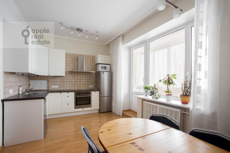 Kitchen of the 3-room apartment at 2-ya Tverskaya-Yamskaya ulitsa 54