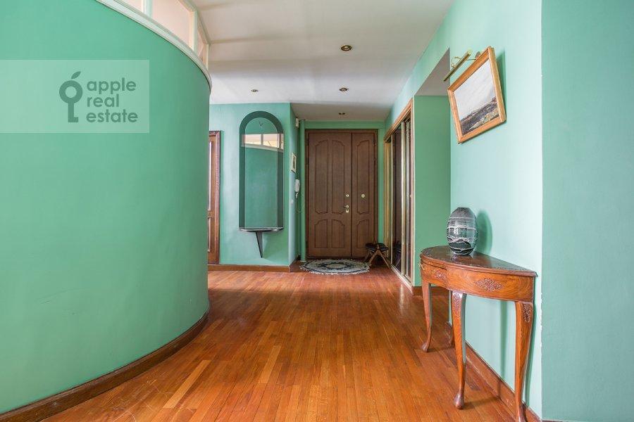 Corridor of the 3-room apartment at Serafimovicha ul. 2
