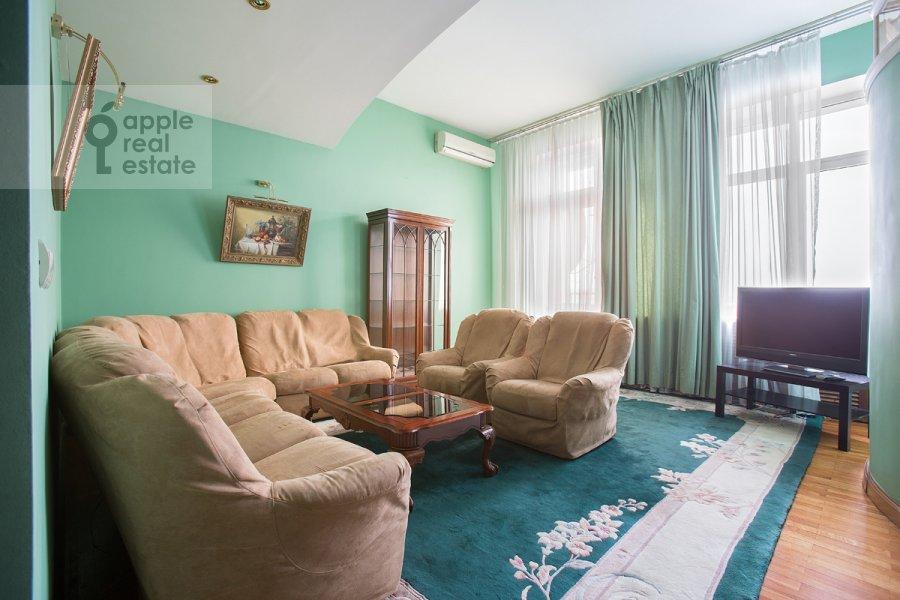Living room of the 3-room apartment at Serafimovicha ul. 2