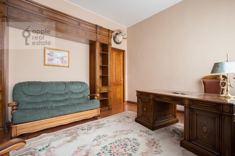 Children's room / Cabinet of the 3-room apartment at Serafimovicha ul. 2