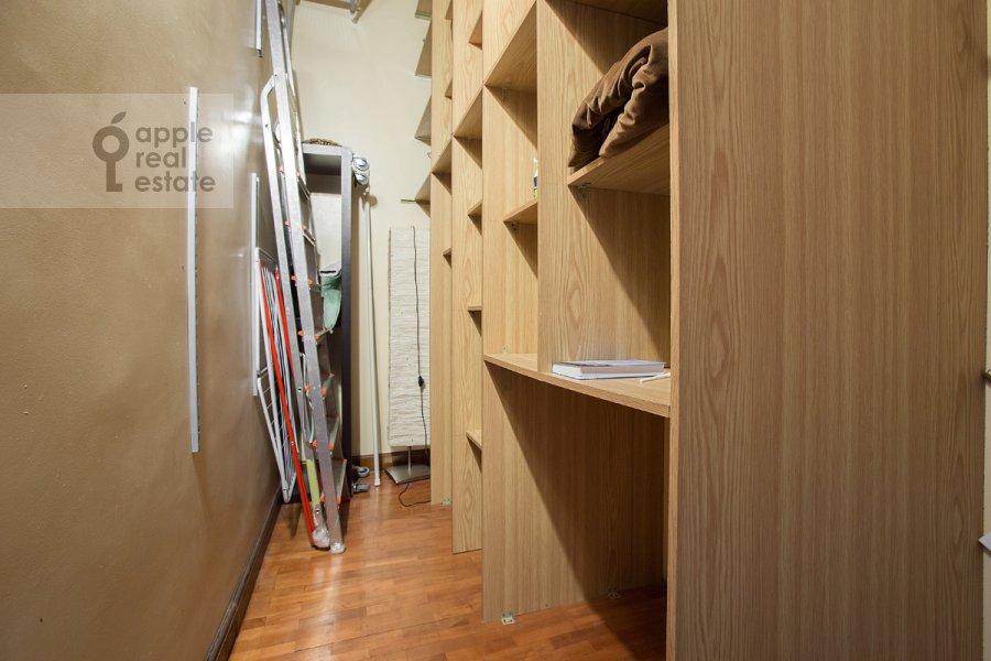 Walk-in closet / Laundry room / Storage room of the 3-room apartment at Serafimovicha ul. 2