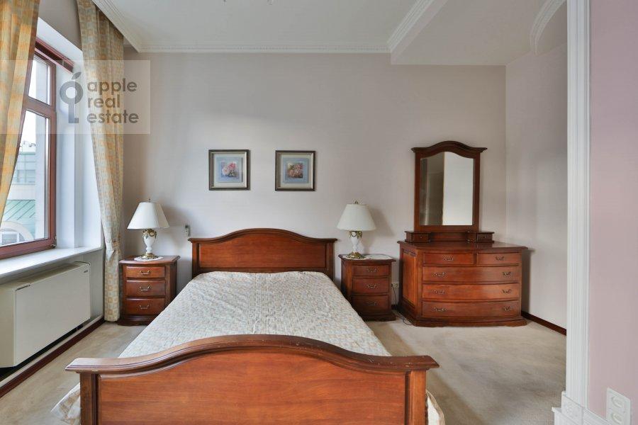 Bedroom of the 3-room apartment at Malyy Tolmachevskiy pereulok 8