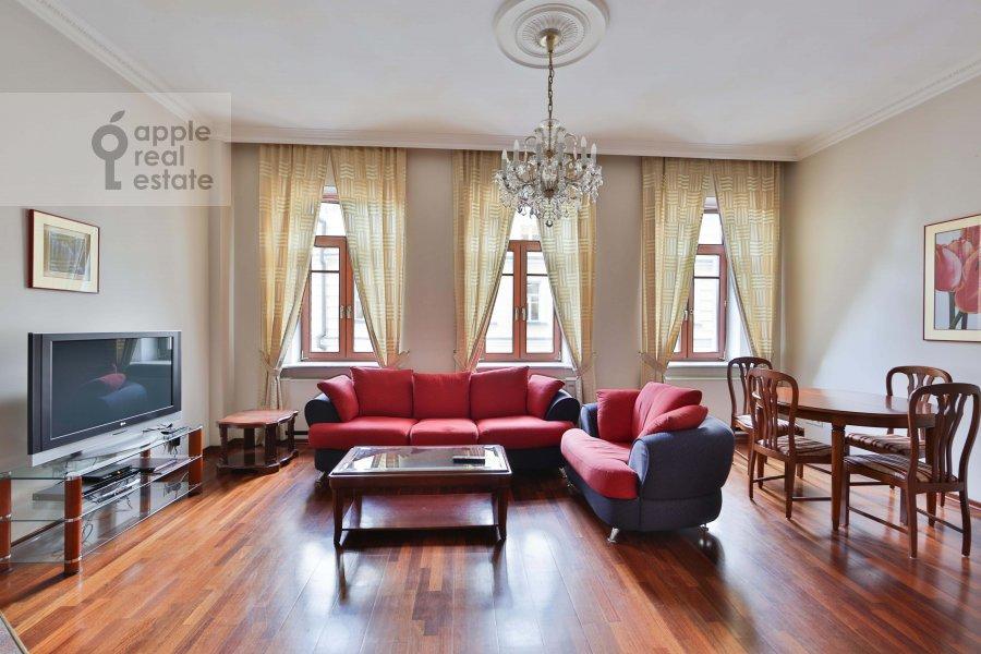 Living room of the 3-room apartment at Malyy Tolmachevskiy pereulok 8