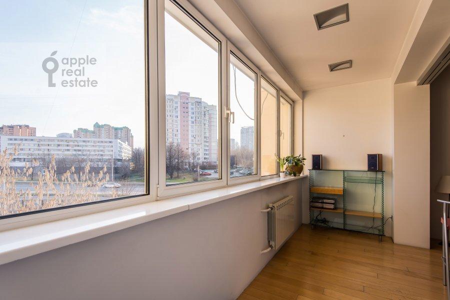 Балкон / Терраса / Лоджия в 5-комнатной квартире по адресу Удальцова ул. 52
