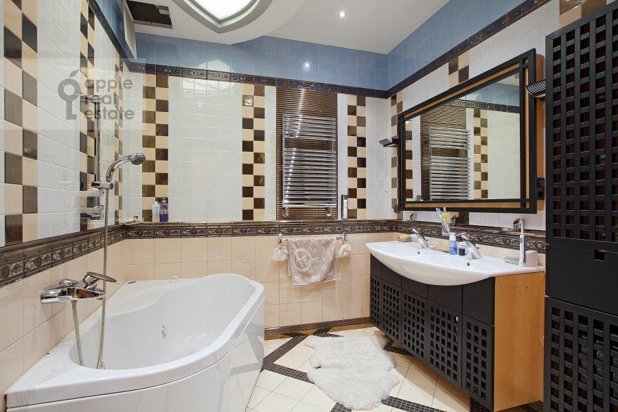 Санузел в 6-комнатной квартире по адресу Ленинский пр-т. 128к1