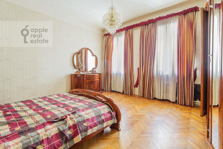 Спальня в 5-комнатной квартире по адресу Беговая ул. 13