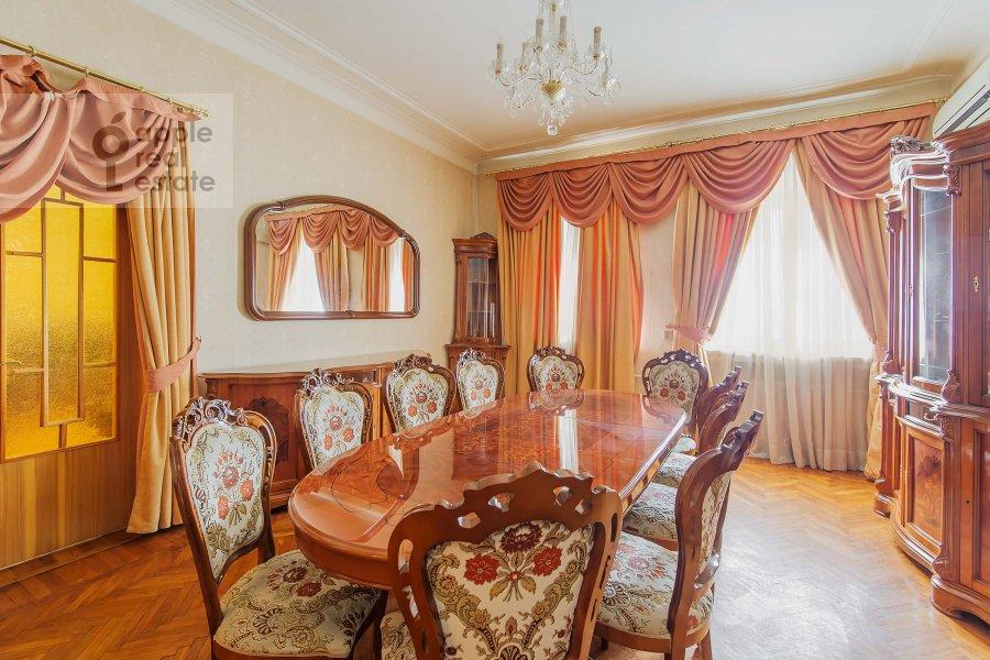Гостиная в 5-комнатной квартире по адресу Беговая ул. 13