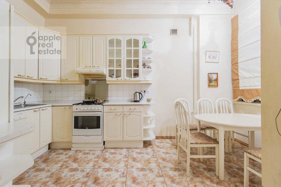 Кухня в 5-комнатной квартире по адресу Беговая ул. 13