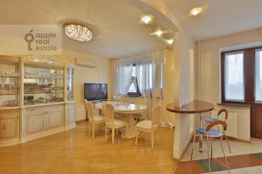 Гостиная в 5-комнатной квартире по адресу 60-летия Октября пр-т. 19