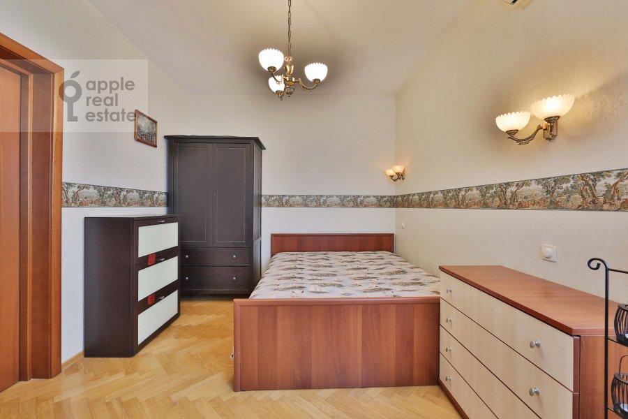 Спальня в 5-комнатной квартире по адресу 60-летия Октября пр-т. 19