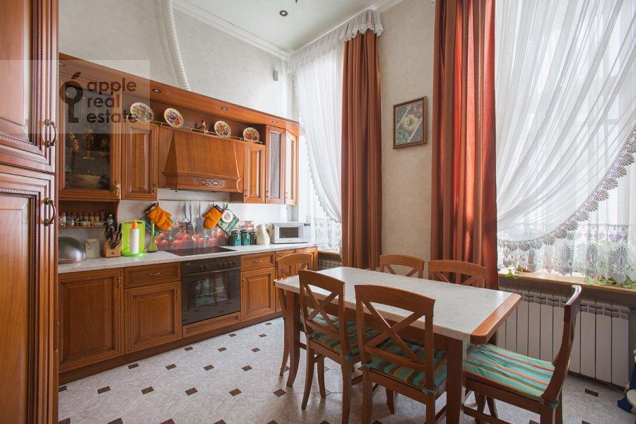 Kitchen of the 4-room apartment at Tverskaya ul. 12s8