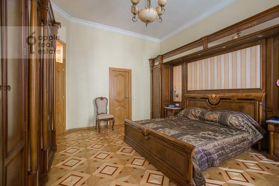 Bedroom of the 4-room apartment at Tverskaya ul. 12s8