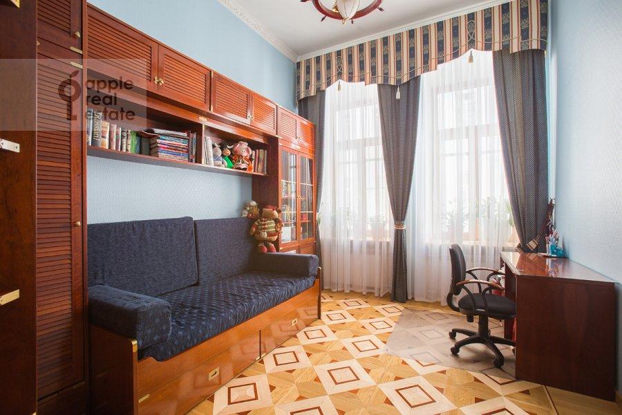 Children's room / Cabinet of the 4-room apartment at Tverskaya ul. 12s8