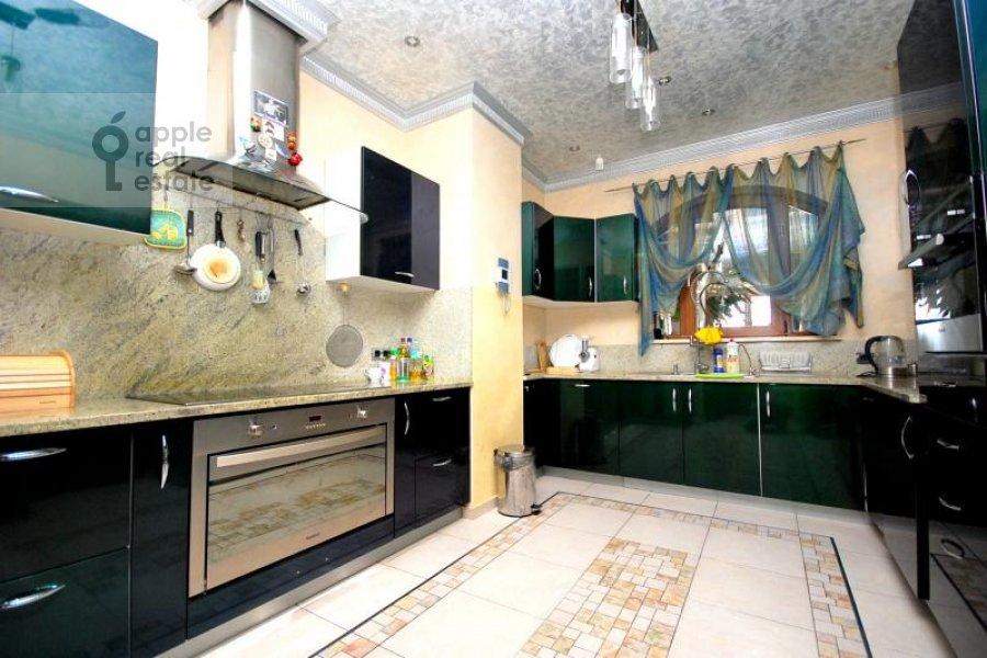 6-room apartment at Aviatsionnaya ulitsa 79V