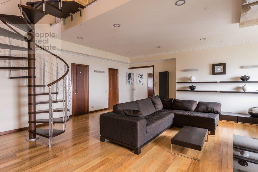 Living room of the 4-room apartment at Khoroshevskoe shosse 16k1