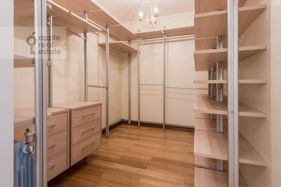 Walk-in closet / Laundry room / Storage room of the 4-room apartment at Khoroshevskoe shosse 16k1