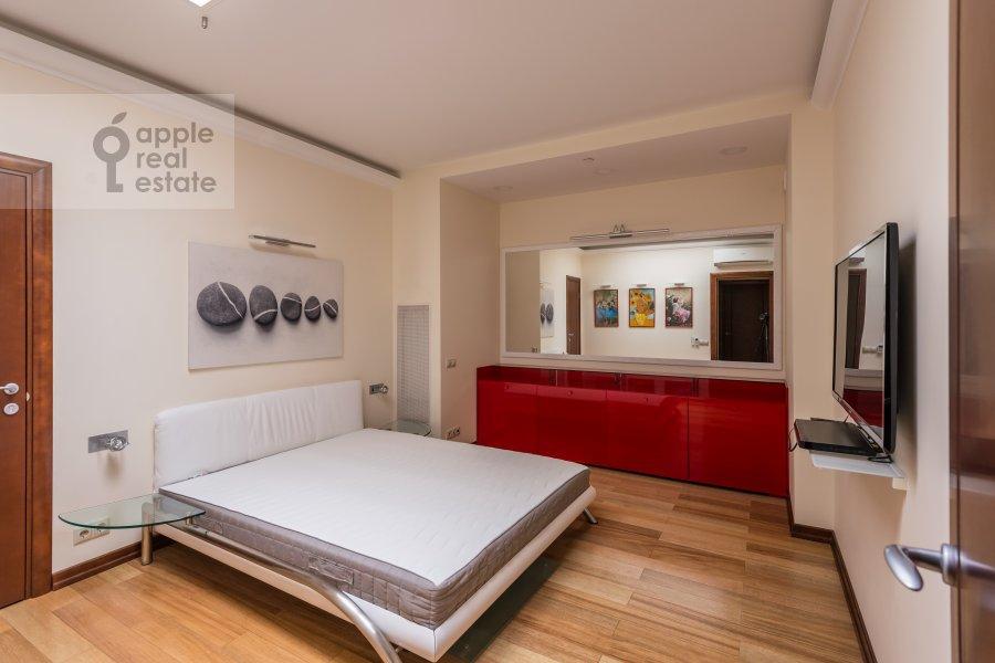 Bedroom of the 4-room apartment at Khoroshevskoe shosse 16k1