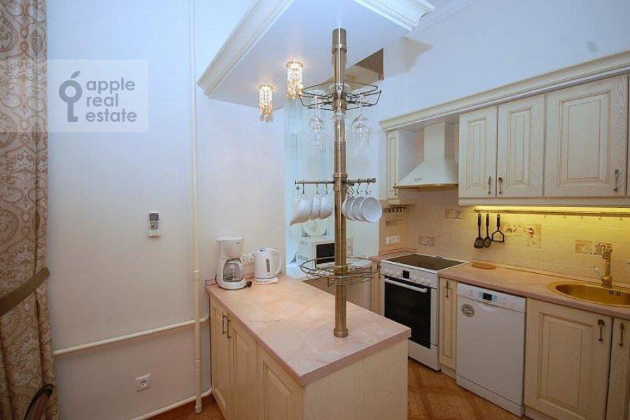 Кухня в 2-комнатной квартире по адресу Бронная Малая ул. 42/14