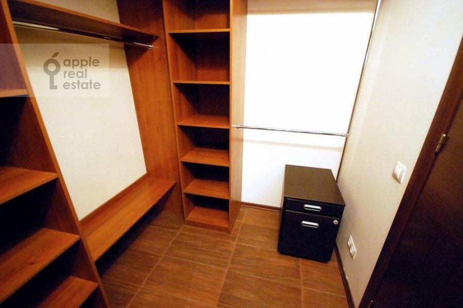 Walk-in closet / Laundry room / Storage room of the 4-room apartment at Polyanka Malaya ul. 2