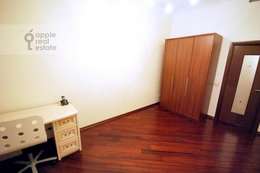 Children's room / Cabinet of the 4-room apartment at Polyanka Malaya ul. 2