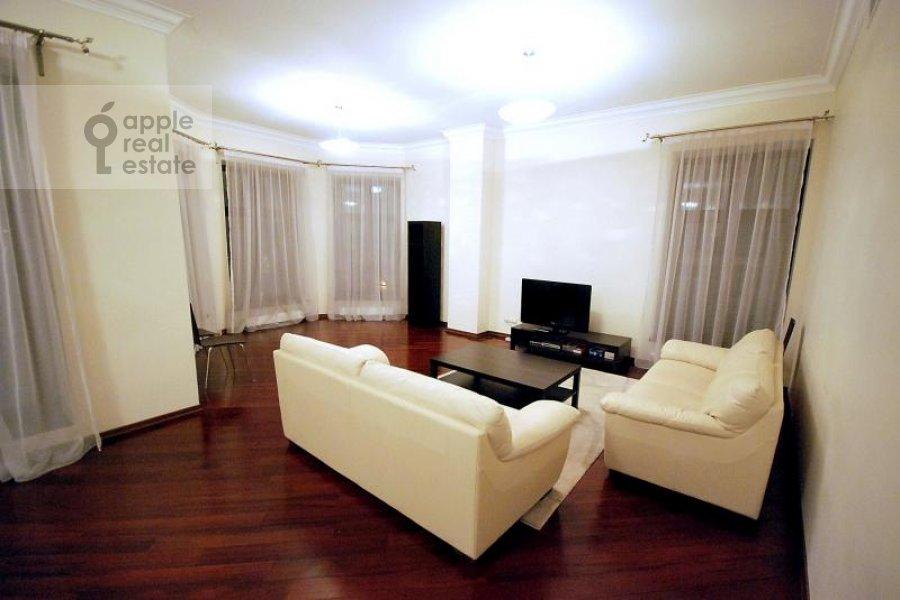 Living room of the 4-room apartment at Polyanka Malaya ul. 2