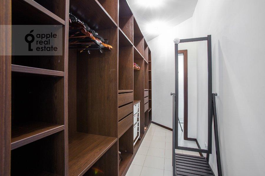 Walk-in closet / Laundry room / Storage room of the 4-room apartment at Beregovaya ul. 4k2