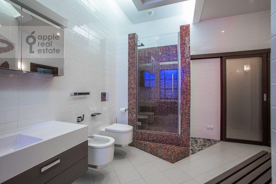Bathroom of the 4-room apartment at Beregovaya ul. 4k2