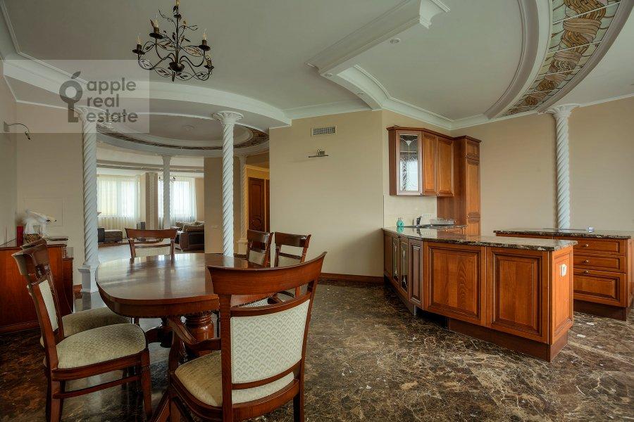 Kitchen of the 4-room apartment at Komsomol'skiy prosp. 32