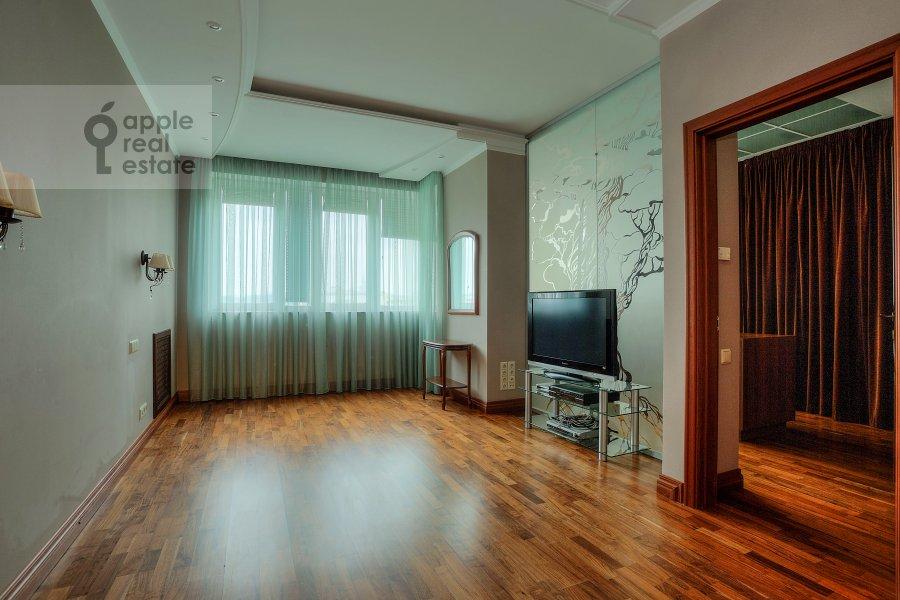 Children's room / Cabinet of the 4-room apartment at Komsomol'skiy prosp. 32