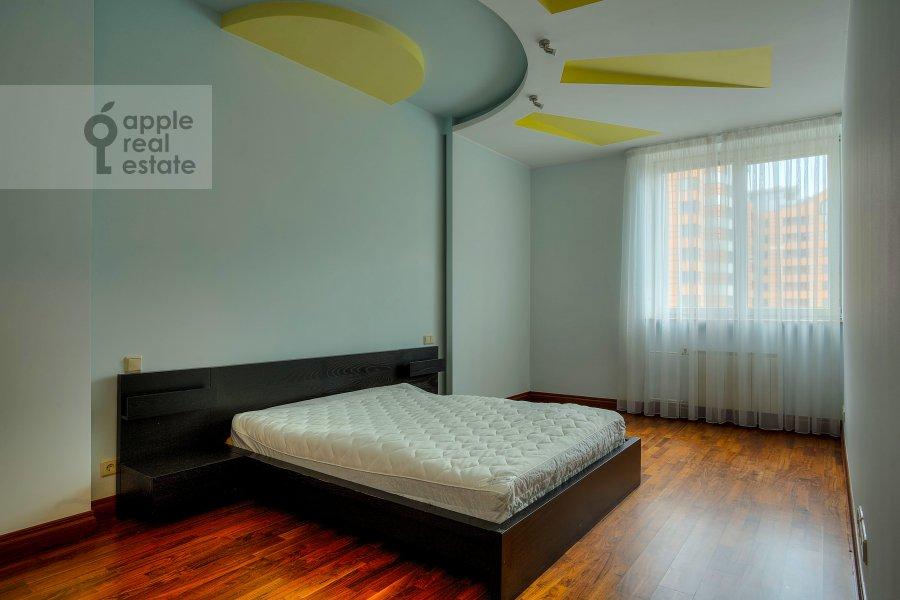 Bedroom of the 4-room apartment at Komsomol'skiy prosp. 32