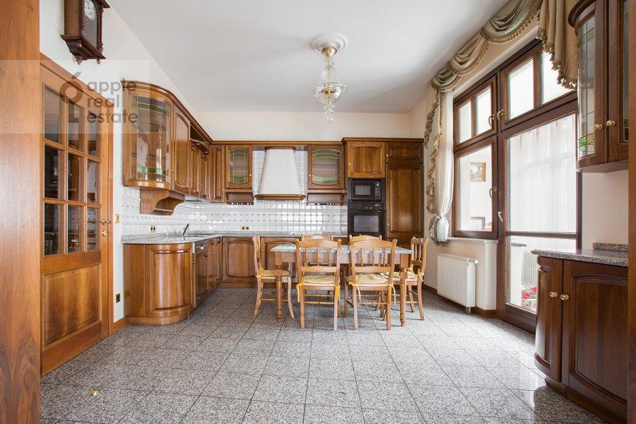 Kitchen of the 4-room apartment at Lesnaya ul. 6k1