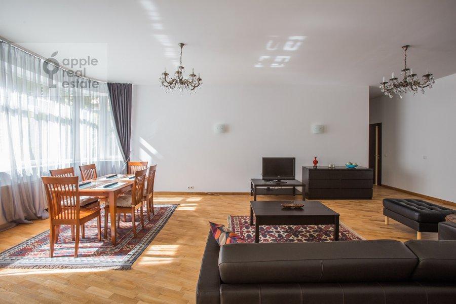 Living room of the 3-room apartment at Krasnoproletarskaya ul. 9/2