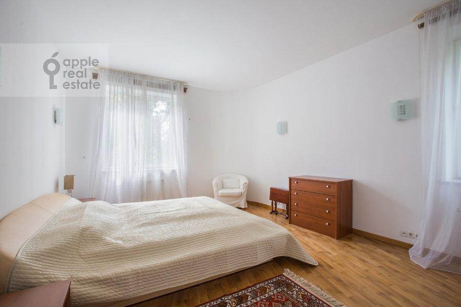 Bedroom of the 3-room apartment at Krasnoproletarskaya ul. 9/2