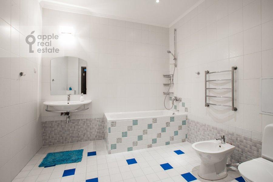 Bathroom of the 3-room apartment at Krasnoproletarskaya ul. 9/2