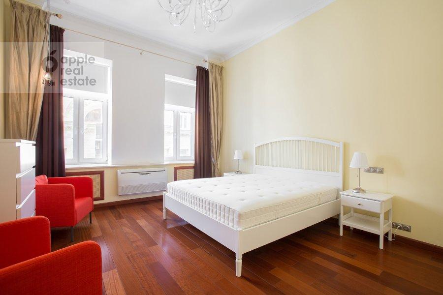 Bedroom of the 4-room apartment at Krivokolennyy per. 14/1